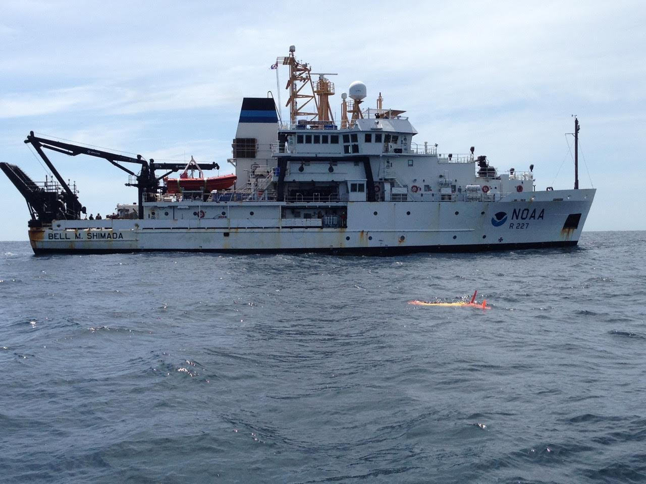 Scientists aboard NOAA Ship Bell M. Shimada oversee eAUV deployment. Image credit: NOAA