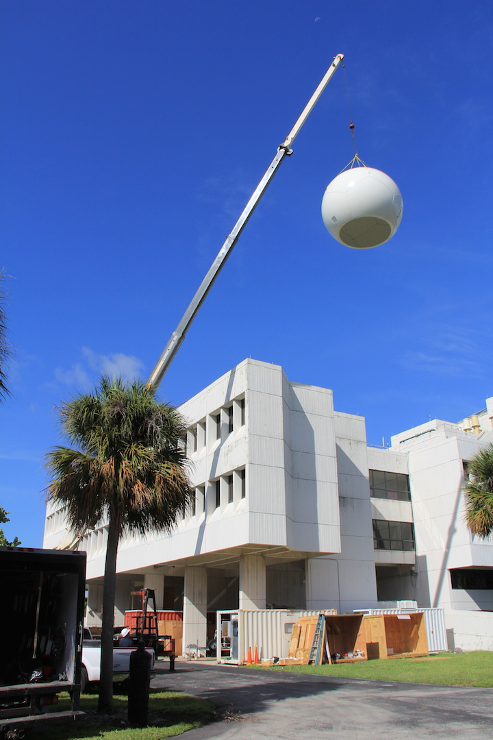 The radome is lifted to the roof of the AOML building. Image credit: NOAA