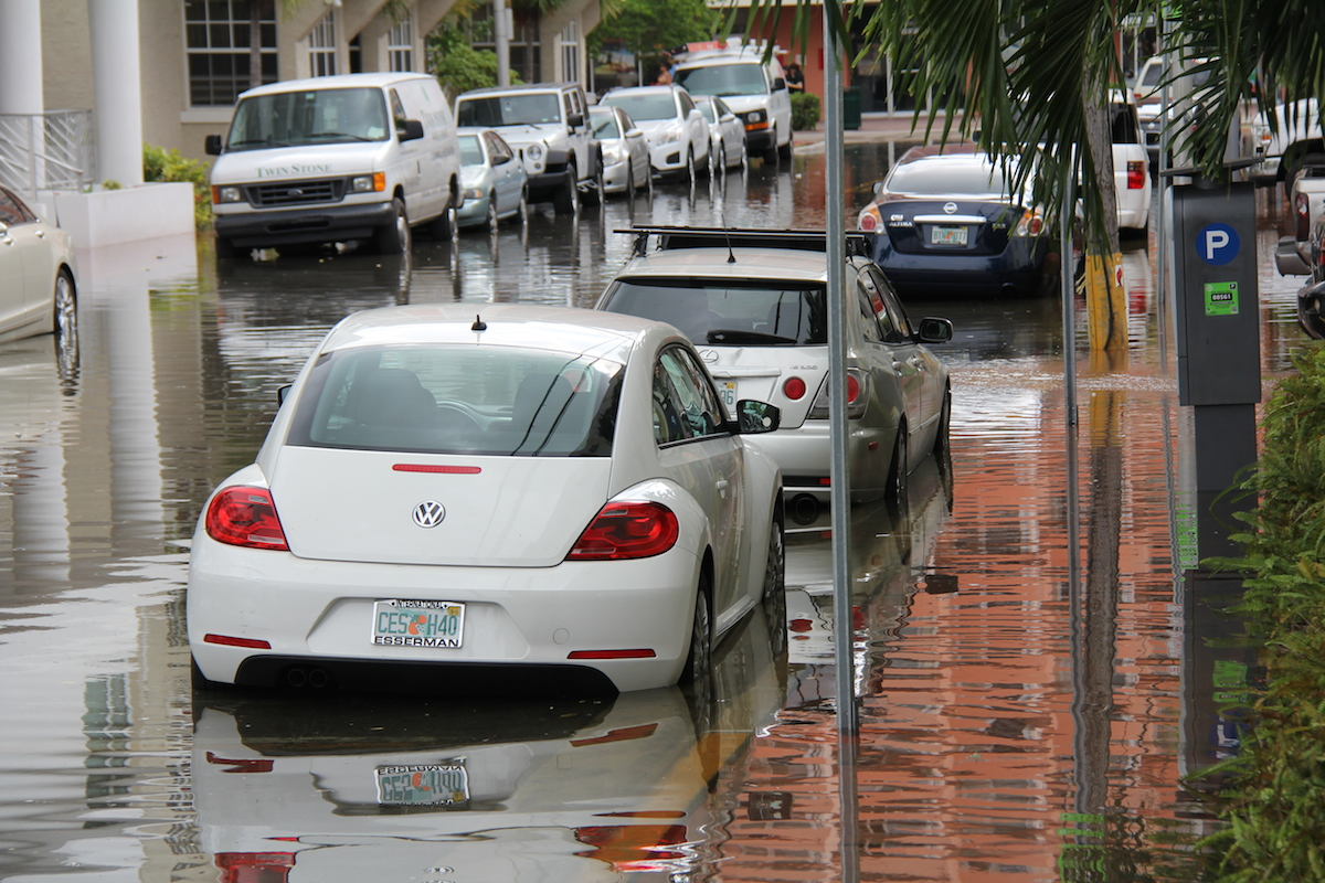 Vehicles submerged in king tide floodwaters near Indian Creek Dr. Image credit: NOAA