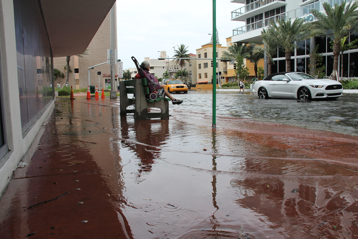King tide floodwaters inundate portions of Collins Ave in Miami Beach. Image credit: NOAA