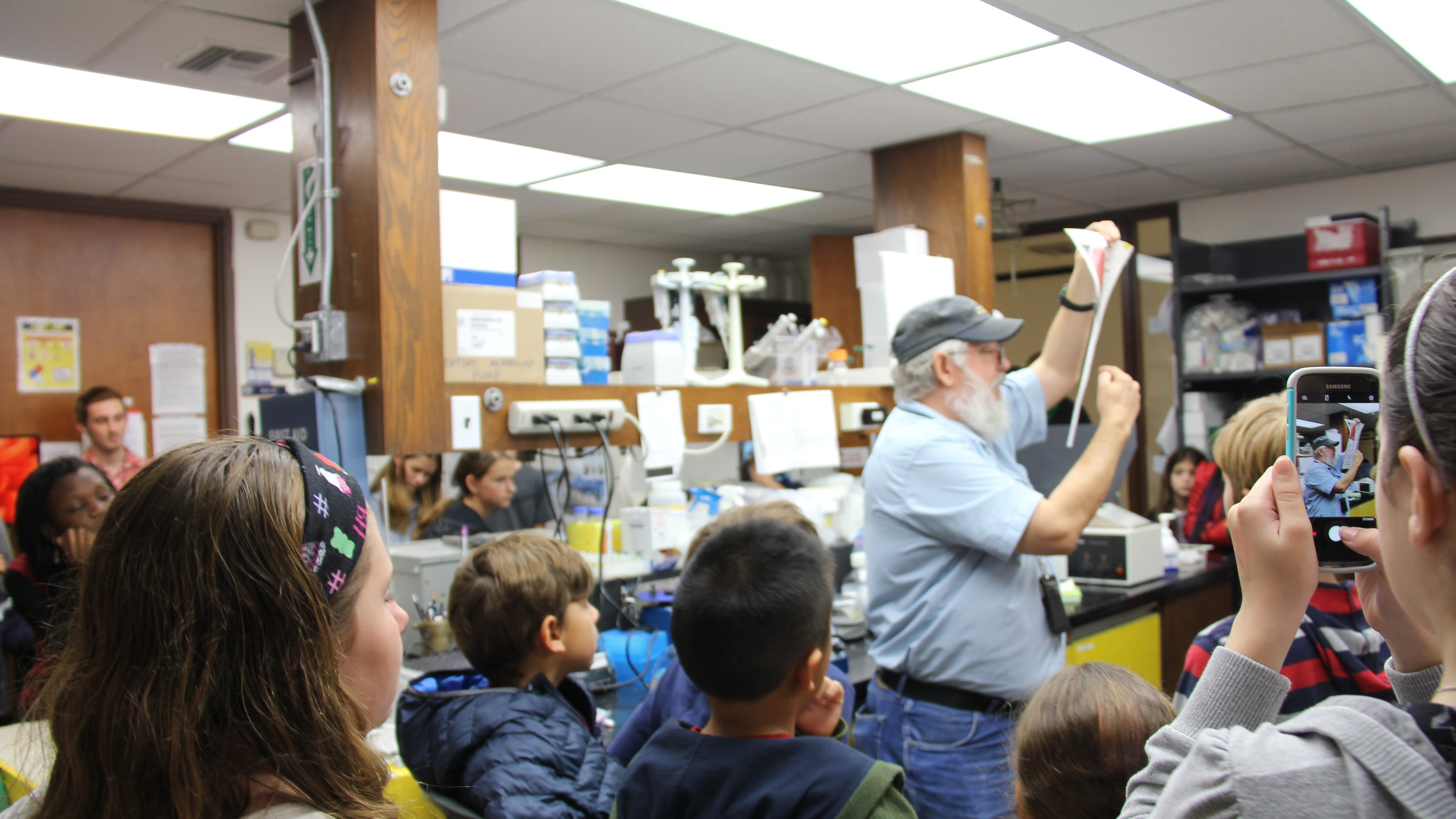 Students engage with our scientists to learn about AOML's carbon labs